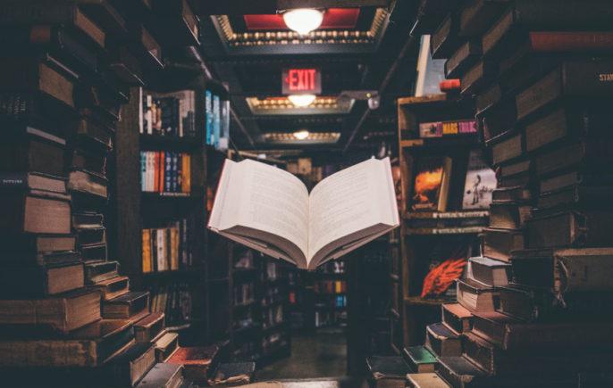 Immagine di libro sospeso nell'aria di WebGenitori Perugia (Web e Biblioteche)